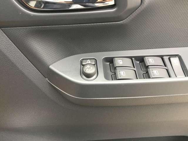 電動格納ミラー装備車!ボタンでサイドミラーの格納ができます!