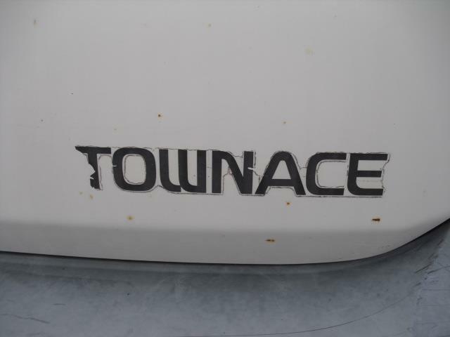 フロントに車名ロゴステッカーを添付で兄弟車との差別化を図ります