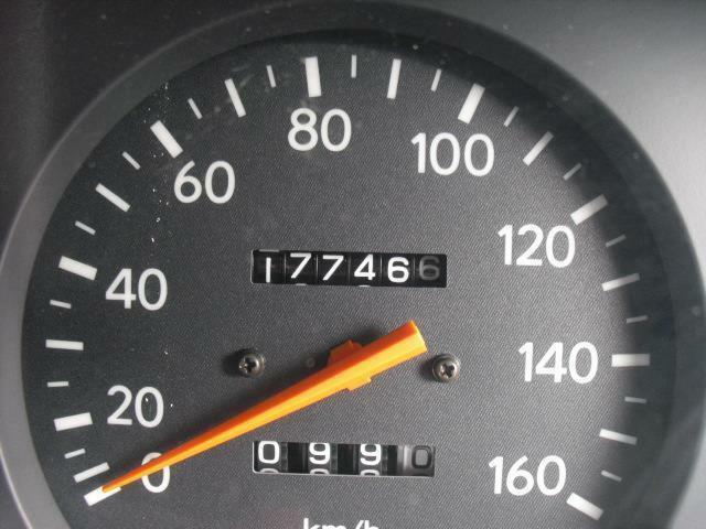 走行数は17万キロ代後半ですが、信頼のトヨタ製エンジンはまだまだ好調です
