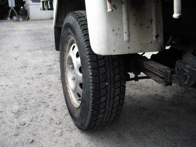 リアタイヤはシングル仕様。轍など悪路に対応しやすいです