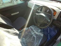 運転席はシンプルかつわかりやすい配置となっております。