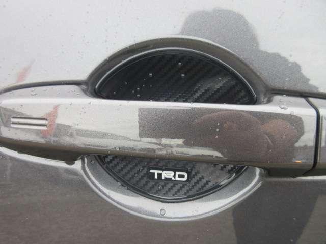 TRDシャルターカバー付き♪ アウターハンドル部のキズ防止になります♪ カーボン調のステッカーでカッコいい仕上がり♪