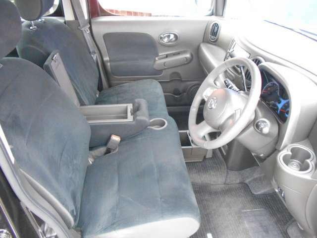 シートの座り心地は、ソファーみたいで、運転席からの視界もとっても良好です。