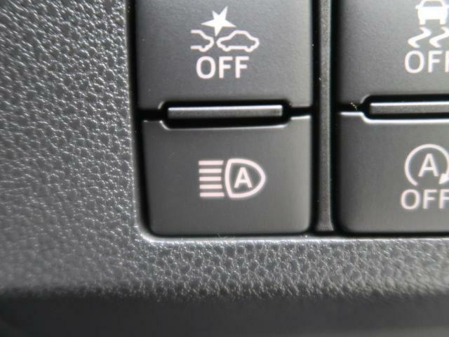 【オートマチックハイビーム】先行車や対向車のライトを認識に、ヘッドライトの上下を自動で切り替えてくれます♪夜間走行時の視野が広がり、歩行者等の早期発見につながります!