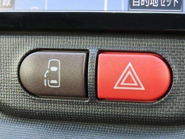 左側電動スライドドア☆スイッチ操作でドアの開閉ができます!お子様やお年寄りの方でも負担なく乗り降りができます♪