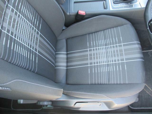"""【ラウンジ専用シート】シート座面はVWブランド特有の""""カチッ""""とした座り心地の良い包み込まれる感覚です。"""