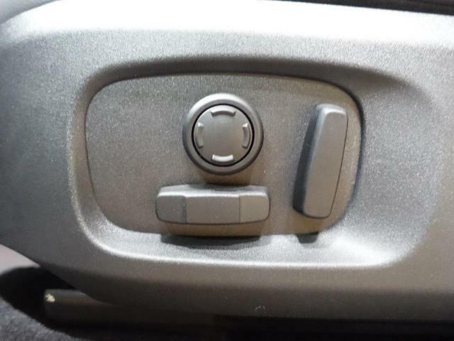 ◆パワーシート『電動パワーシートですので運転中のシート調節も安全に行えます。微調整も可能ですのであなただけのドライビングポジションを実現します。』