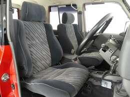 【取扱説明書、保証書、整備点検記録簿9枚、乗車定員構造変更8人→5人】★ディーゼル車の為、排ガス規制NOx・PM対象外地域での登録になります。