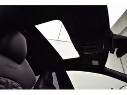 ●サンルーフ『高級車の代名詞サンルーフ。室内が開放感ある空間となりお子様にも人気の装備となっております。』