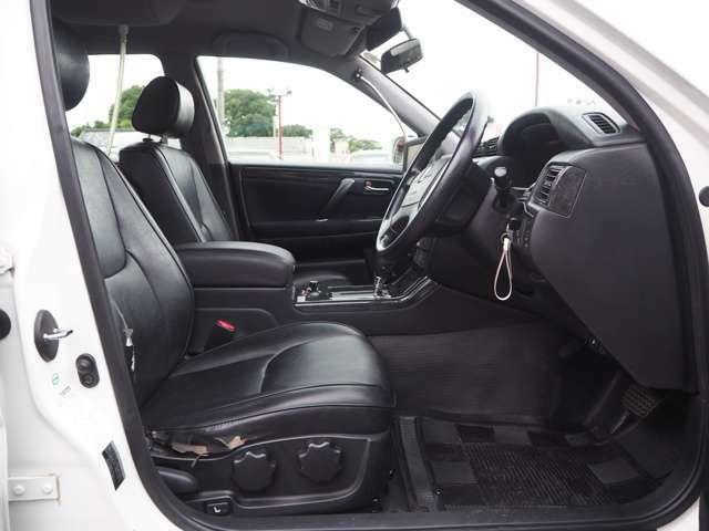 パトカー用の黒ビニールシート♪フロアマットも黒のビニールシートになってます。