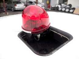 室内のボタン1つでルーフから顔を出す反転式の赤色灯♪ちゃんと光るし電動で開閉OKです♪