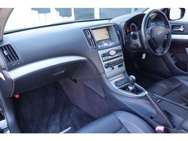 内装も綺麗な車両です!!クーペの持病のダッシュボードのベタツキ・ワレが多少御座います・・・別途にてリペアも可能です!!