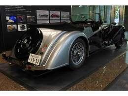 The AutoCarhaは、世の中には、自動車、よい自動車、およびSUPERな自動車がある。アルヴィスは、まちがいなく最後のカテゴリーにあてはまるとコメントしている。