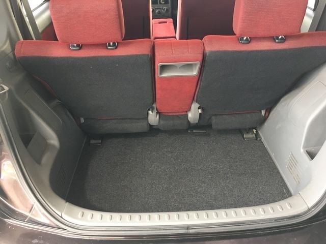 荷室も十分なサイズが確保されています!もちろん後部座席を倒して広く使うことも可能です!