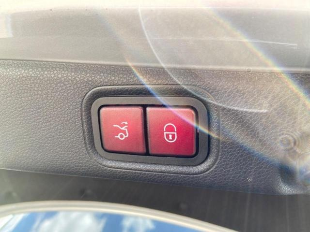 トランクゲートの開閉ポジションは、お好みの高さにメモリーする事ができます。様々シチュエーションにも対応出来ますのでご安心くださいませ。