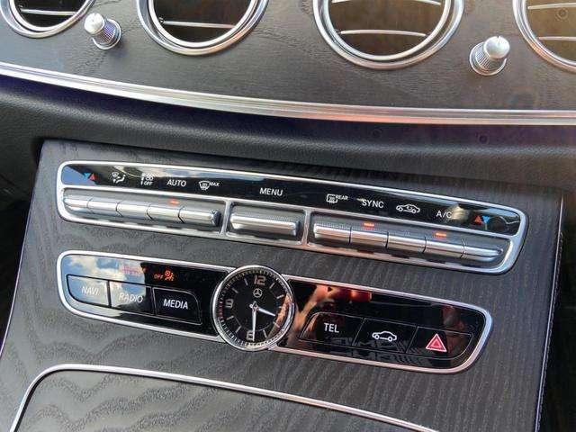 大きく作られた吹き出し口やボタン類は運転に集中できるよう一つ一つが大きく作られており直感的な操作が可能です。
