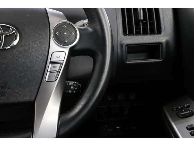 メーカーオプションのレーダークルーズコントロールがありますので高速道路では設定した速度でアクセルもブレーキも不要となります。前車に近づけば自動で減速、いなくなれば自動で復帰。素晴らしい!