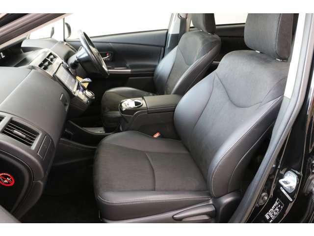 ブラックのシートが良い雰囲気ですね。シート素材も上級グレードだけあってハーフレザーの高級感あるタイプです。ここだけでもGグレードにする価値がありますよね。