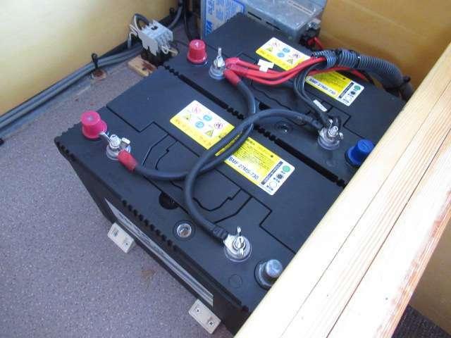 ツインサブバッテリー、走行充電、外部充電、外部電源、装備しております♪
