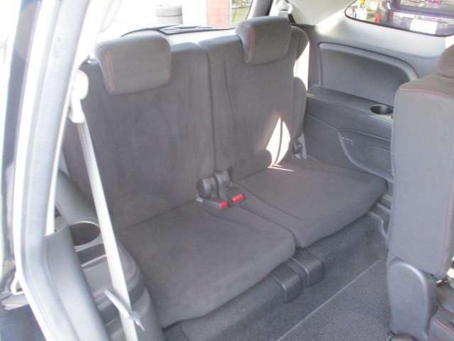 サードシートもこんなに足元広々!シートコンディションも良好です♪