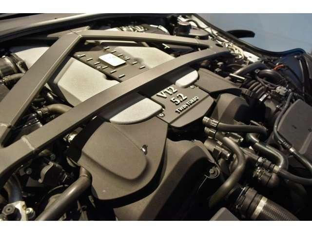 5.2L V12気筒ツインターボ、639PS、700Nmのエンジンを搭載エキサイティングなエキゾーストサウンドと洗練された足回りを高次元でバランスさせた走りを存分にお楽しみ下さい。