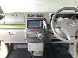 シンプルで使いやすいデザインの運転席周り。