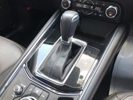 SKYACTIV-DRIVE:DCT、CVT、従来型のATなどすべてのトランスミッションの利点を集約した新世代高効率オートマチックトランスミッションは(燃費の良さ)、(ダイレクト感)、(なめらかな変速)を可能にしています。