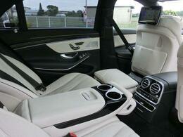 ■助手席側後席に装備されるエグゼクティブリアシートは43.5°までリクライニングが可能■