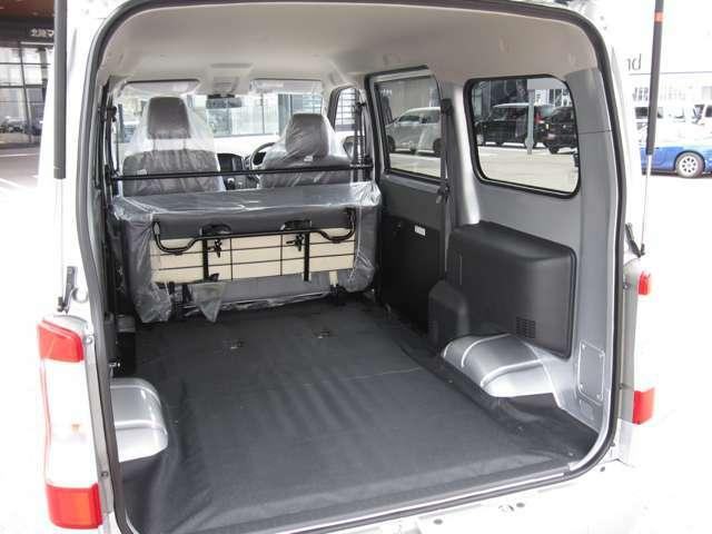 リヤシートを格納して広スペースに。