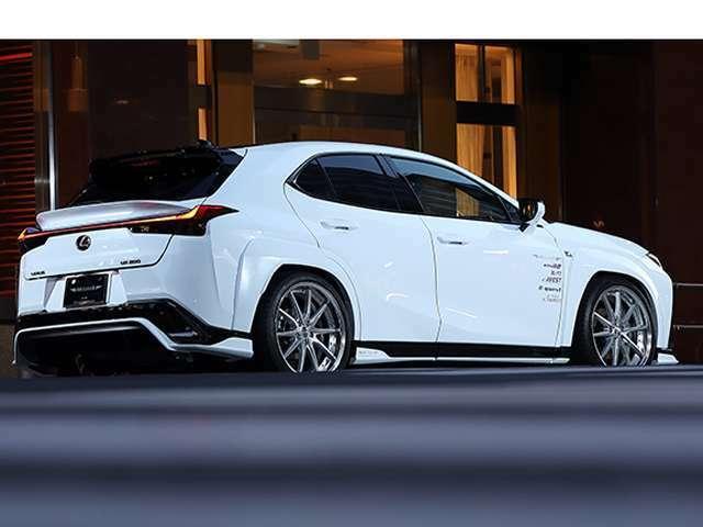 車輌純正オプション50万円相当 オプション 取り付けエアロ ホイールサイズ・種類によって減額可