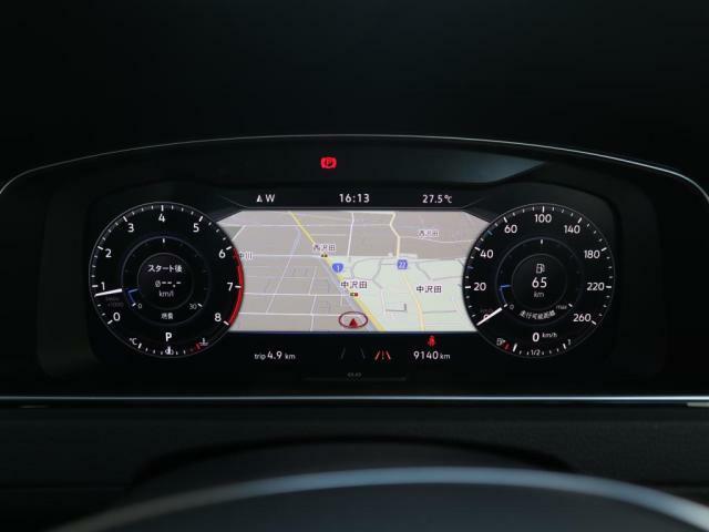 Acitive Info Display 採用で地図表示も可能になり、ドライバーの視線の移動を減らすことで安全に寄与します。