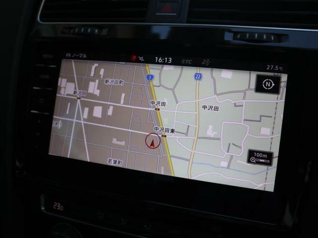 """ナビゲーション""""Discover Pro""""9.2インチ大型全面タッチスクリーンによりスマートフォンのように画面上を軽くタッチするだけで反応します。"""