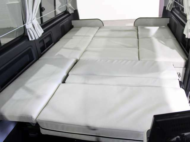 ダイネットのベッド寸法は232cm×150cm