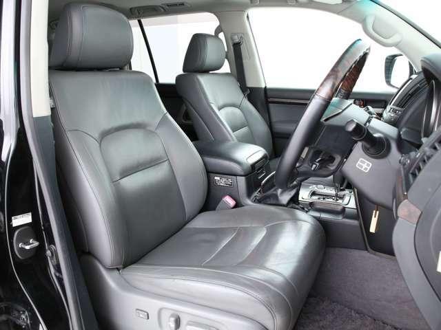 シートは全席本革シート!パワーシート&シートヒーター機能付きです!