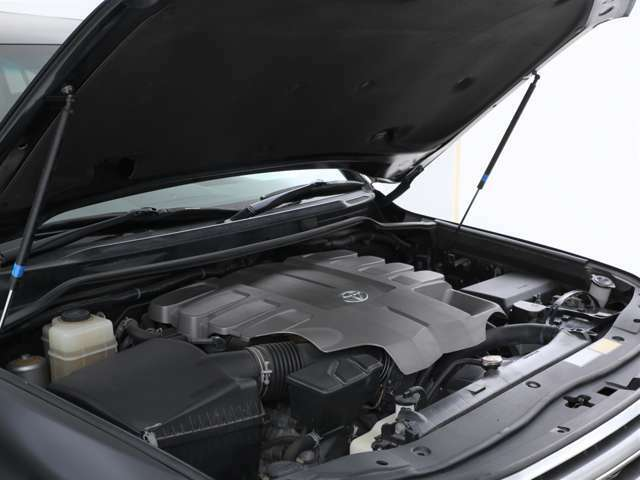エンジンは4600ccのガソリン!大排気量ならではのパワーを体感してください!