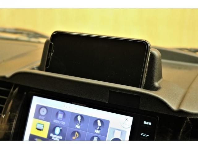 ナビバイザー(新品)で視認性向上!スマホスタンドとしてもご利用いただけます!※写真のiPhoneは付属しておりません。