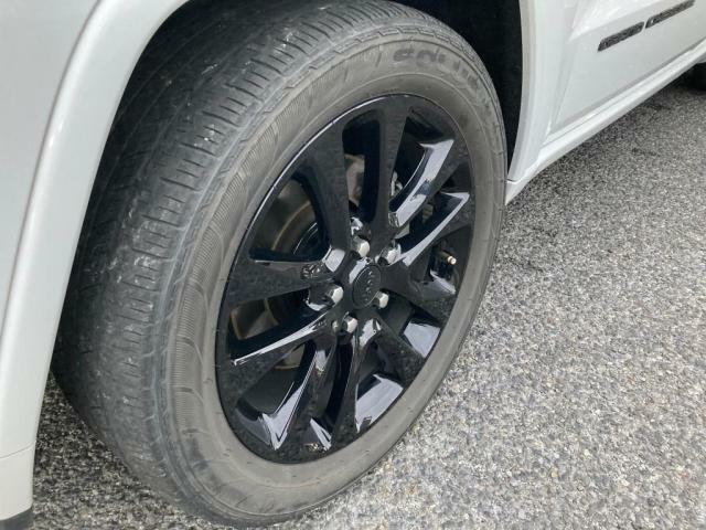タイヤ溝も残っております。