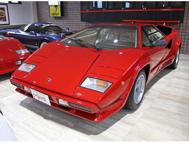 88年登録のクワトロバルボーレ ワンオーナー車両です ベルトーネデザインのカウンタック、何年たってもそのスタイルには惚れ惚れ致します