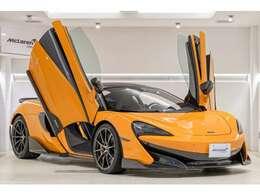 McLarenの代名詞であるディヘドラルドア。誰もがスーパーカーと認識できるアイコンです。