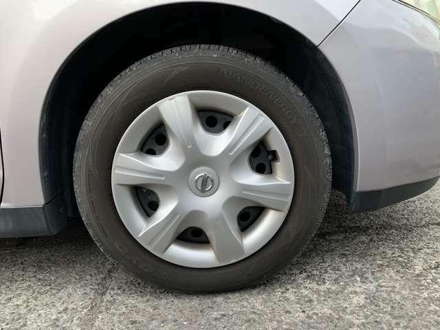 タイヤはノーマルタイヤをはいており、タイヤサイズは185/65R15、タイヤ山はおおよそ各6分山程度とわりと残っている印象でした。 スペアタイヤ積み込みとなります。騙されたと思って試乗してみて下さい!
