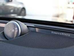 Bowers & Wilkinsオーディオシステムは、可能な限り最大限リアルで臨場感溢れるサウンドを実現するために生み出され、車内のどこに座っていても、驚くほどにクリアでリアルな音楽を楽しむことができます。