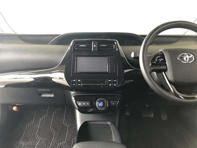 ブラックを基調とした使いやすい運転席周り。