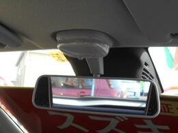 装置はミラーの後ろに設置されており、運転者の視界を妨げません