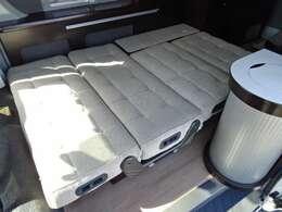 ☆ダイネットベッド展開☆「190×120」のベッドになります。大人2名程の就寝スペースが確保されています♪