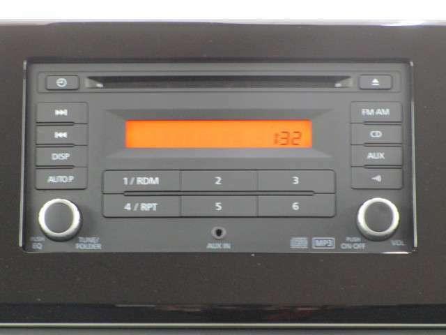 純正CDチューナーアンプを装備しています。
