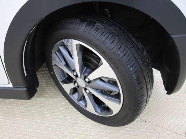 タイヤの画像です。サイズは165/55R15・純正アルミホイール装備