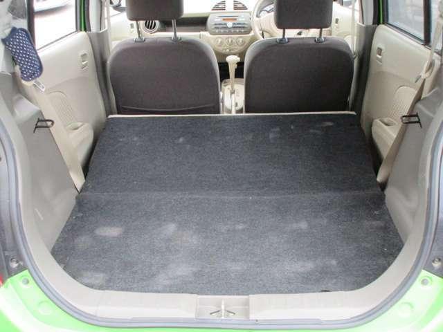 後部座席はしっかりと倒せるのでお仕事にもぴったりのトランクスペースです!