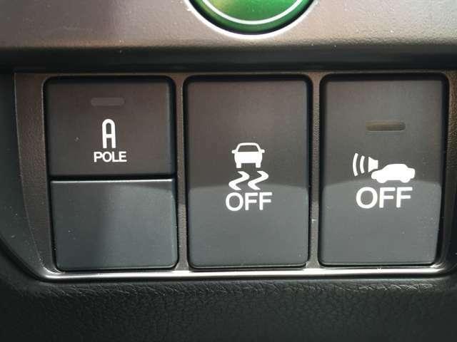 「横滑り防止装置」 滑りやすい路面で横滑りを感知すると、自動的に車両の動きを制御する安全装備です。