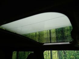ガラスルーフ★青空を眺めながらドライブを楽しめます♪
