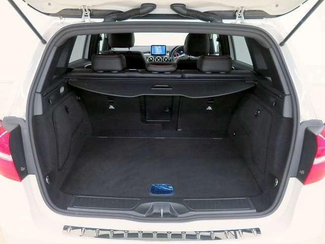 ■リアシートを倒せば、広いラゲージスペースが確保できますので、荷物の多い時は便利です!